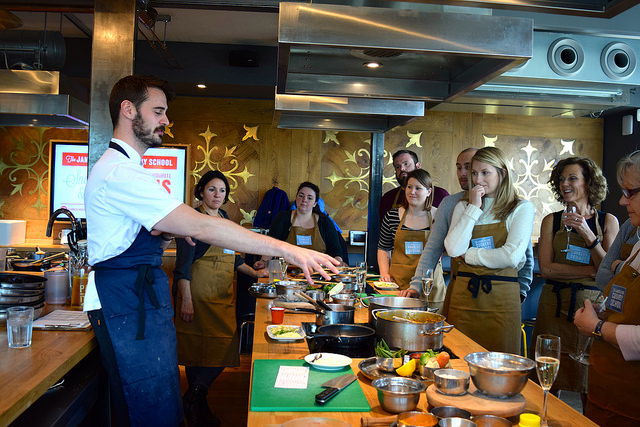 Learning how to make a North Indian Thali at The Jamie Oliver Cookery School | www.rachelphipps.com @rachelphipps