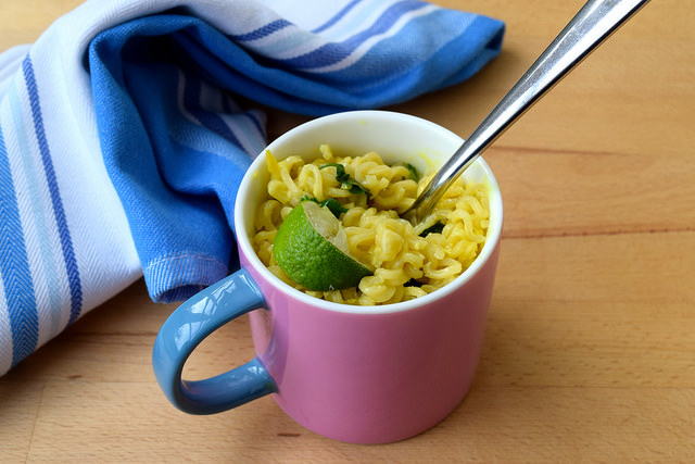 DIY Laksa Ramen Mug Noodles | www.rachelphipps.com @rachelphipps