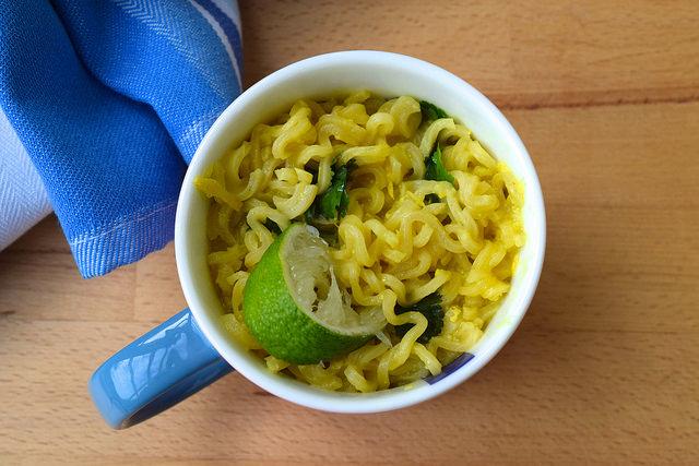DIY Laksa Ramen Noodles | www.rachelphipps.com @rachelphipps
