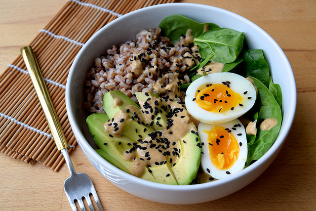 Farro, Avocado, Spinach & Egg Breakfast Bowl with Miso Yogurt | www.rachelphipps.com @rachelphipps
