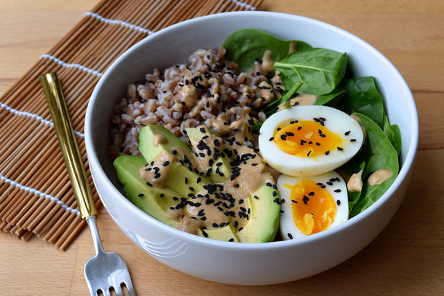 Farro, Avocado, Spinach & Egg Breakfast Bowl with Miso Yogurt Dressing | www.rachelphipps.com @rachelphipps