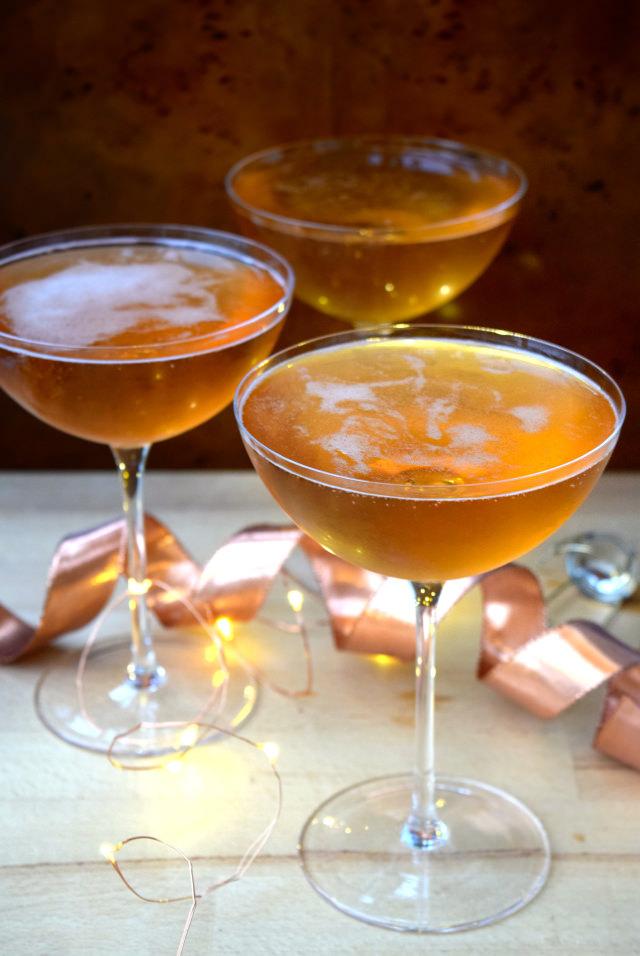 How To Make Champagne Cocktails | www.rachelphipps.com @rachelphipps