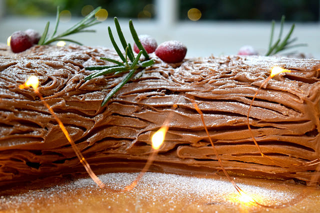 Easy Christmas Chocolate Yule Log | www.rachelphipps.com @rachelphipps