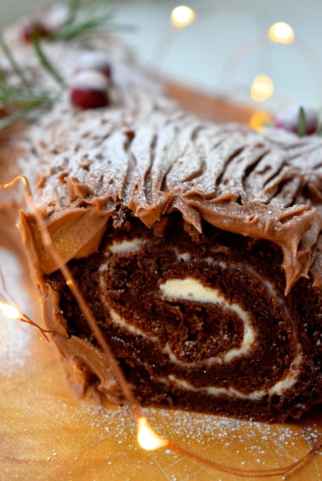 Chocolate Yule Log | www.rachelphipps.com @rachelphipps