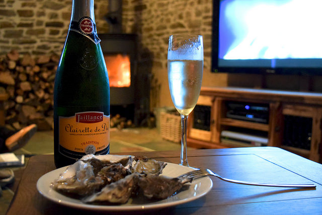 Cancale Oysters and Fizz in Brittany | www.rachelphipps.com @rachelphipps