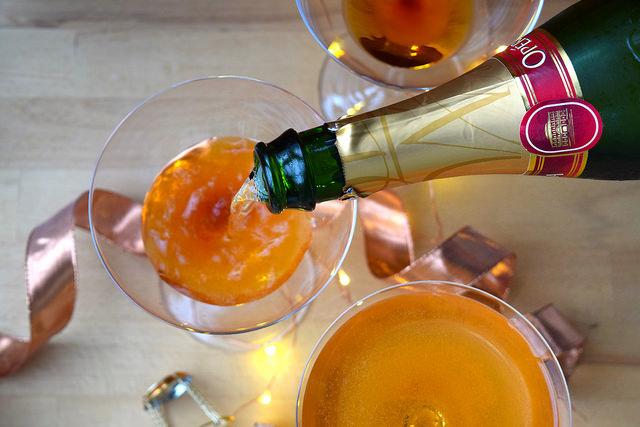 How To Make A Champagne Cocktail | www.rachelphipps.com @rachelphipps