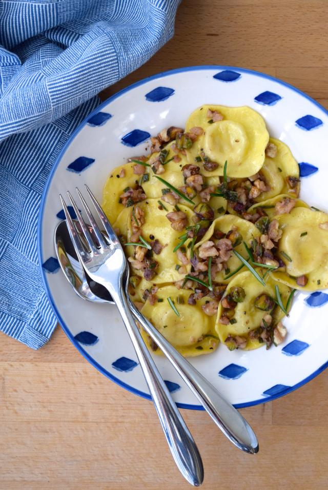 10 Minute Ravioli in Nutty Herby Butter   www.rachelphipps.com @rachelphipps
