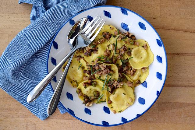 10 Minute Ravioli in a Nutty Herby Butter   www.rachelphipps.com @rachelphipps