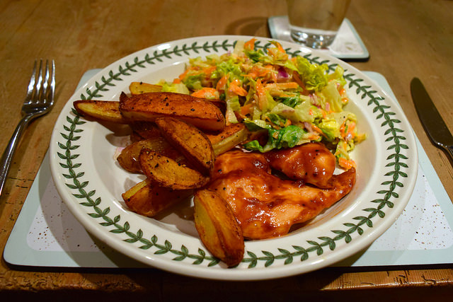 Gousto Barbecue Chicken with Potato Wedges & Slaw | www.rachelphipps.com @rachelphipps