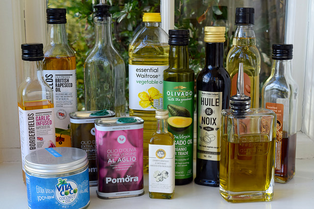 How To Choose Between All Those Different Cooking Oils | www.rachelphipps.com @rachelphipps