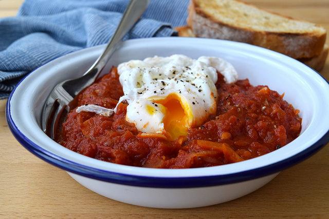 Madeiran Tomato & Onion Stew with a Poached Egg | www.rachelphipps.com @rachelphipps