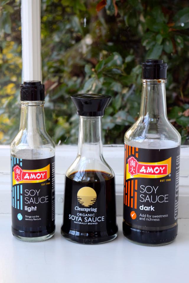 What is the difference between light and dark soy sauce   www.rachelphipps.com @rachelphipps