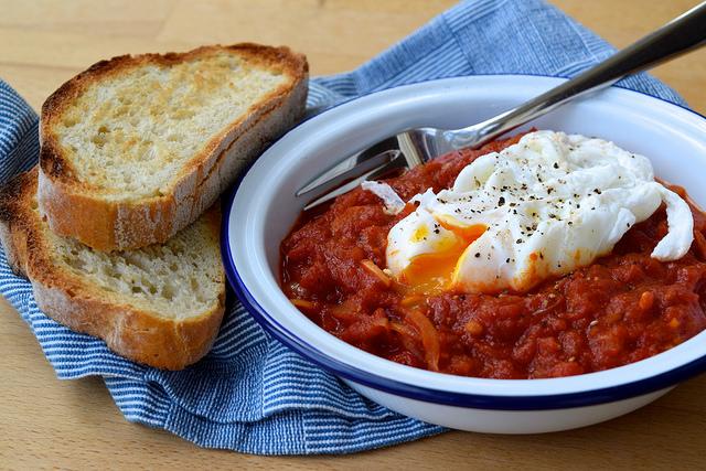 Madeiran Tomato & Onion Stew | www.rachelphipps.com @rachelphipps