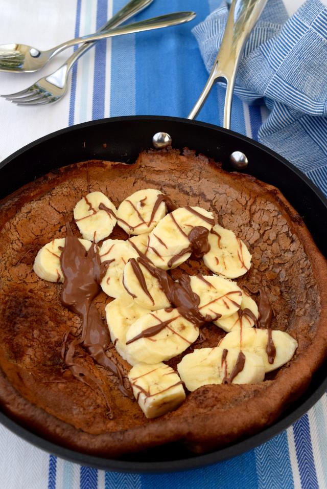 Chocolate & Banana Dutch Baby Pancake | www.rachelphipps.com @rachelphipps