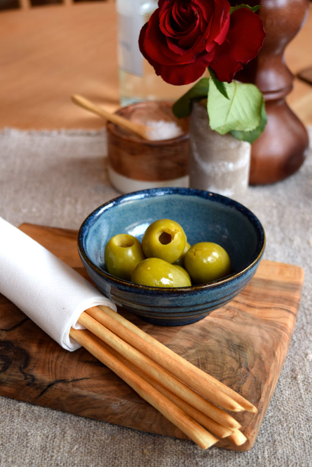 Olives & Breadsticks at The Wife of Bath, Wye | www.rachelphipps.com @rachelphipps