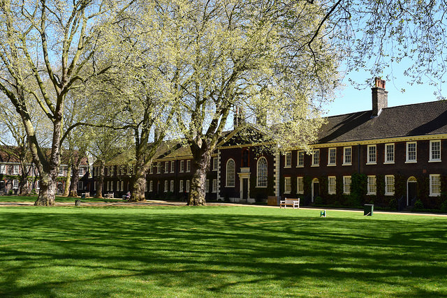 Outside The Geffrye Museum of the Home | www.rachelphipps.com @rachelphipps