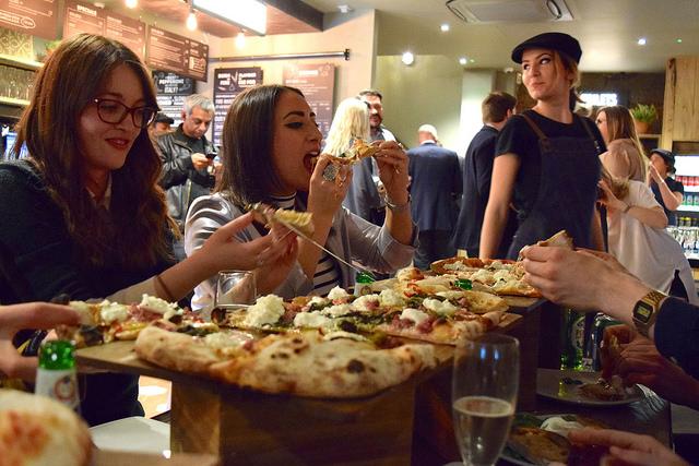 Sharing Pizza at Firezza, Soho   www.rachelphipps.com @rachelphipps