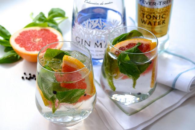 Grapefruit, Basil and Black Pepper Gin & Tonics | www.rachelphipps.com @rachelphipps