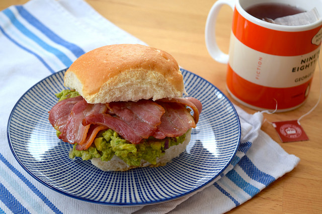 Bacon & Guacamole Breakfast Rolls | www.rachelphipps.com @rachelphipps