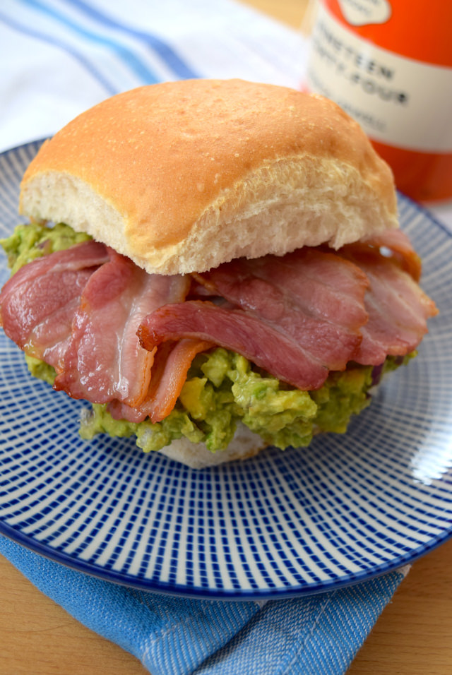 Bacon & Guacamole Breakfast Sandwiches | www.rachelphipps.com @rachelphipps