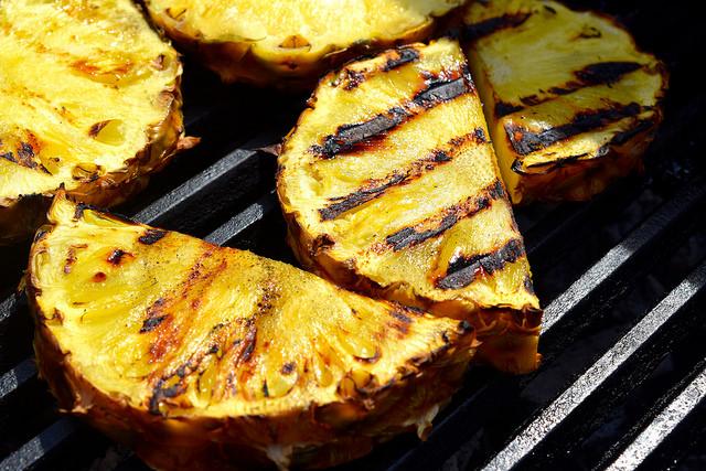 Barbecue Pineapple | www.rachelphipps.com @rachelphipps