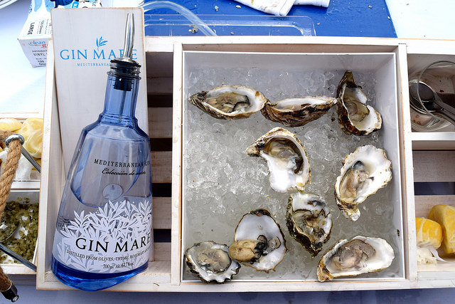 Oysters with a Gin Mare Chaser | www.rachelphipps.com @rachelphipps