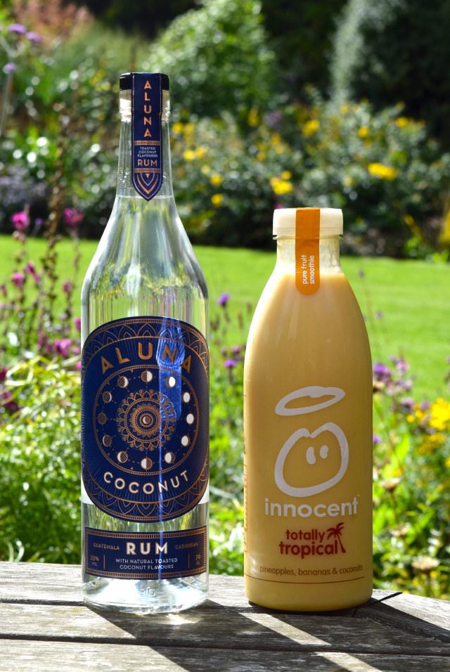 Coconut Rum & Tropical Smoothie | www.rachelphipps.com @rachelphipps