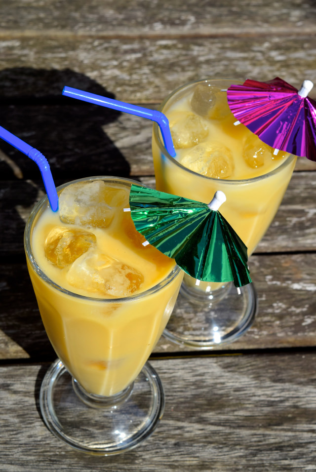 2-Ingredient Cheats Pina Coladas | www.rachelphipps.com @rachelphipps