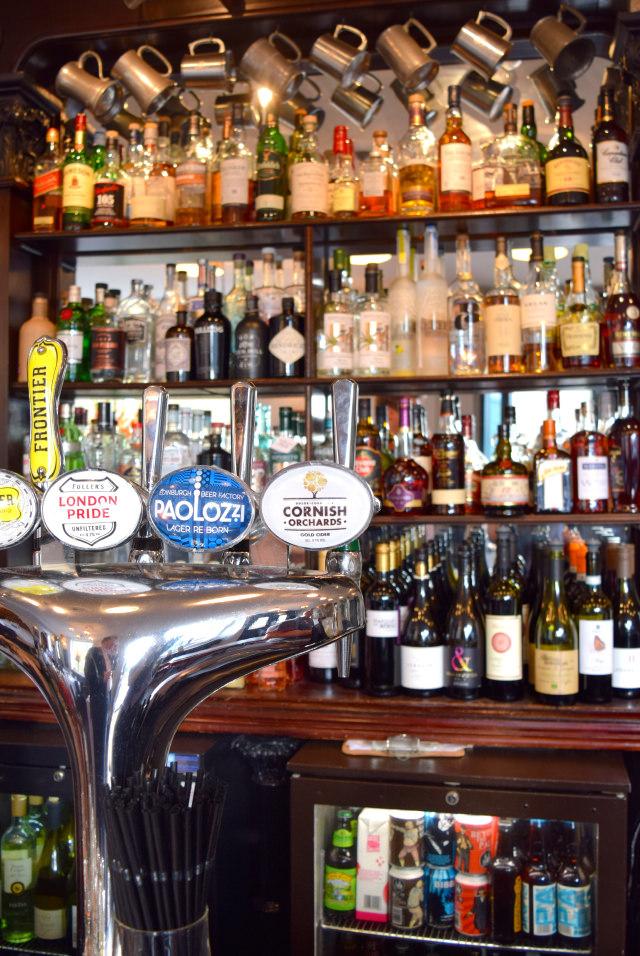Behind The Bar at The Gun, Docklands | www.rachelphipps.com @rachelphipps