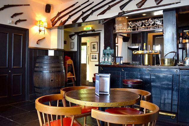 Bar at The Gun, Docklands | www.rachelphipps.com @rachelphipps