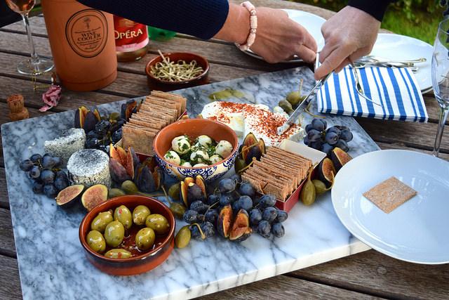 Sharing a Late Summer Soft Cheeseboard | www.rachelphipps.com @rachelphipps
