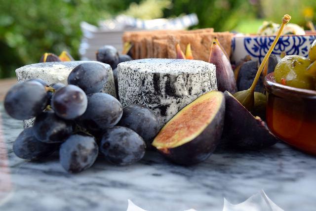 Goats Cheese, Figs & Grapes | www.rachelphipps.com @rachelphipps