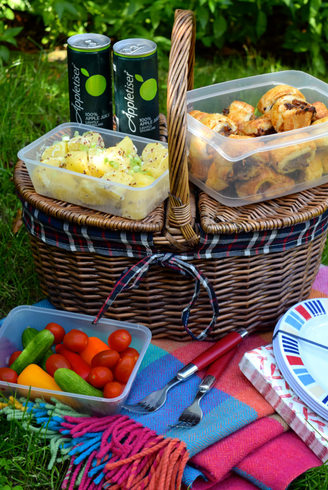 End Of Summer Picnic with Appletiser | www.rachelphipps.com @rachelphipps