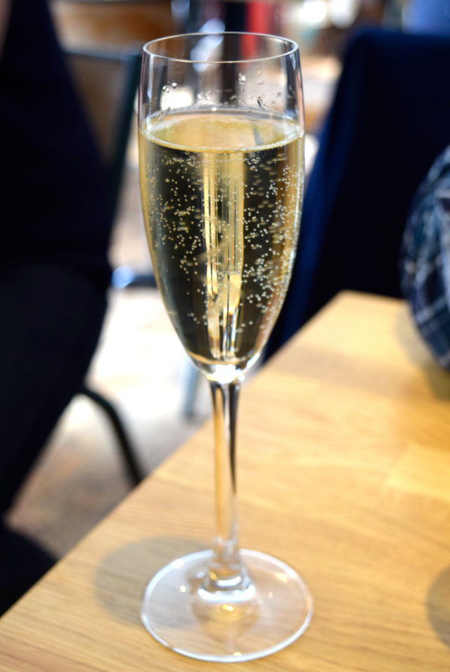 Sparkling Wines at Lupins, Borough | www.rachelphipps.com @rachelphipps