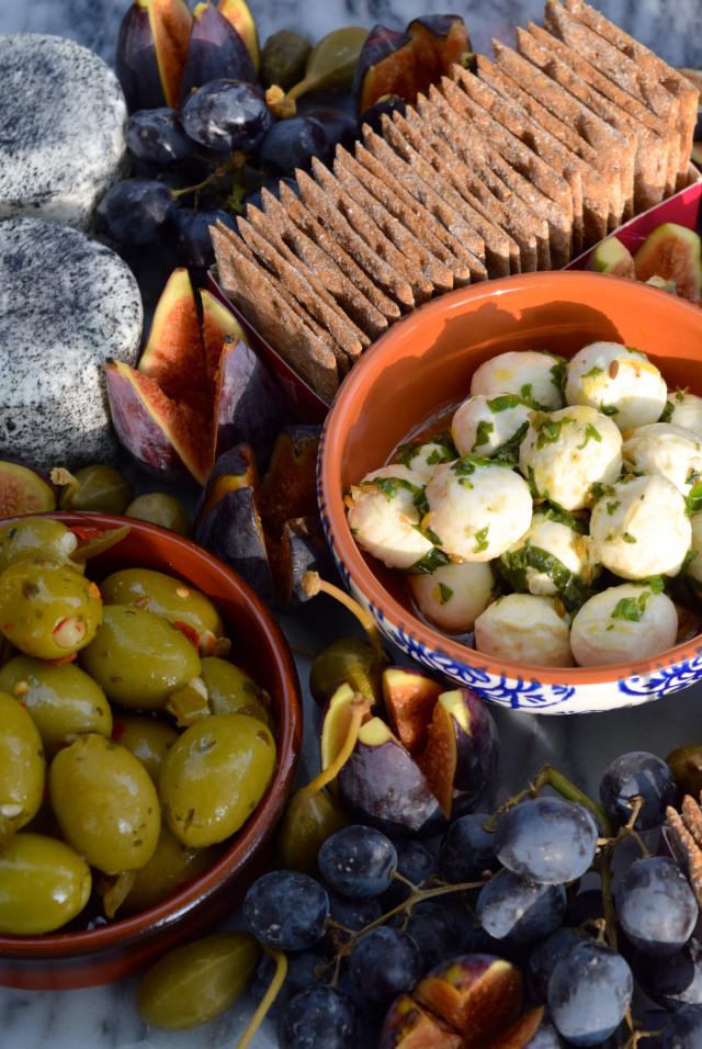 Marinated Olives & Mozzarella | www.rachelphipps.com @rachelphipps