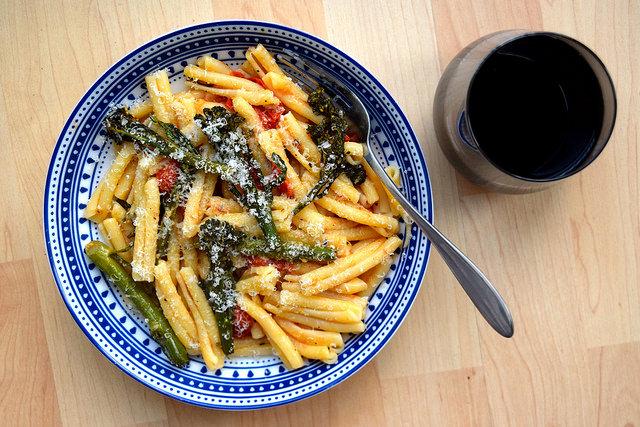 Parmesan Pasta with Roast Cherry Tomatoes & Tenderstem Broccoli | www.rachelphipps.com @rachelphipps
