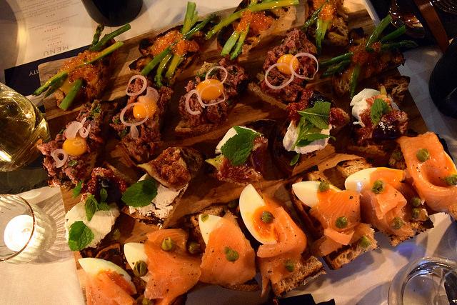 Le Creuset Brunch Toasts | www.rachelphipps.com @rachelphipps
