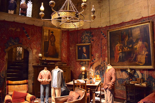 Gryffindor Common Room at the Harry Potter Studio Tour, London | #harrypotter www.rachelphipps.com @rachelphipps