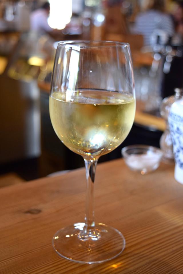 White Wine at Wild Goose, Canterbury #smallplates #wildgoose #thegoodsshed #canterbury | www.rachelphipps.com @rachelphipps