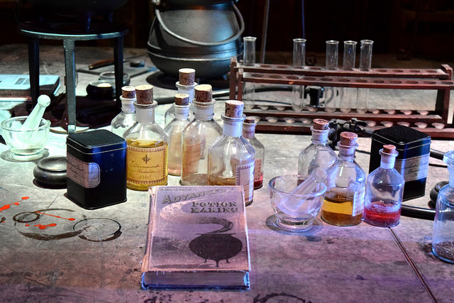 Advanced Potion Making at the Harry Potter Studio Tour, London | #harrypotter www.rachelphipps.com @rachelphipps