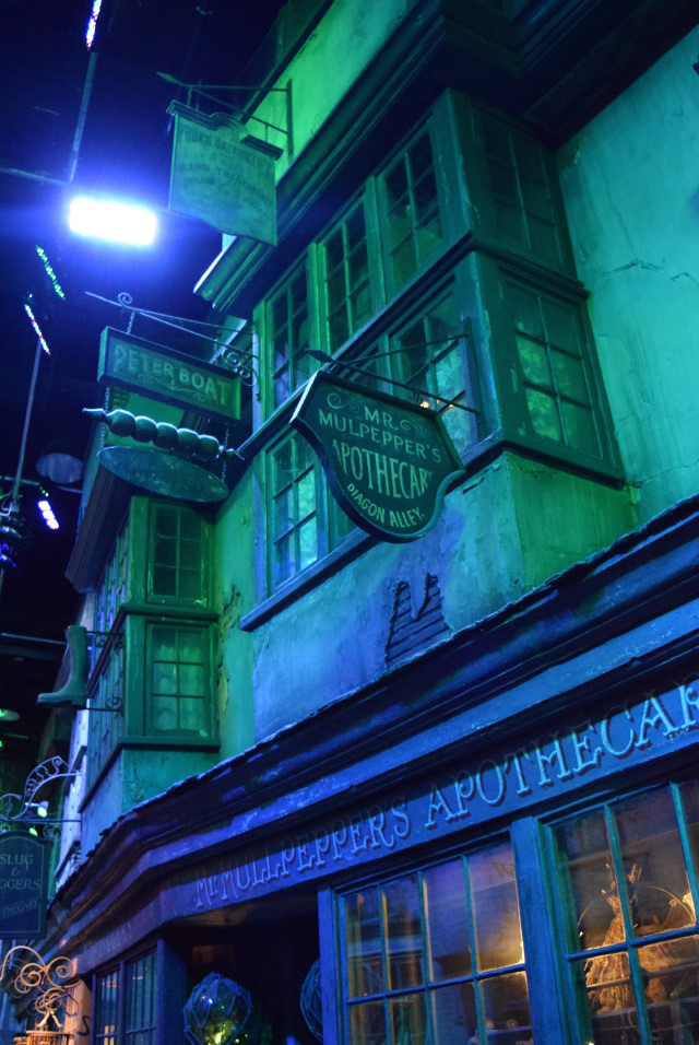 Diagon Alley at the Harry Potter Studio Tour, London | #harrypotter www.rachelphipps.com @rachelphipps