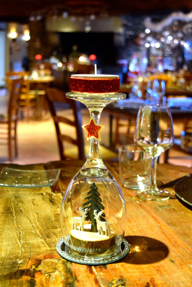 Christmas Table Setting at Auberge de la Cour Vert, Dol de Bretagne #christmas #france #brittany