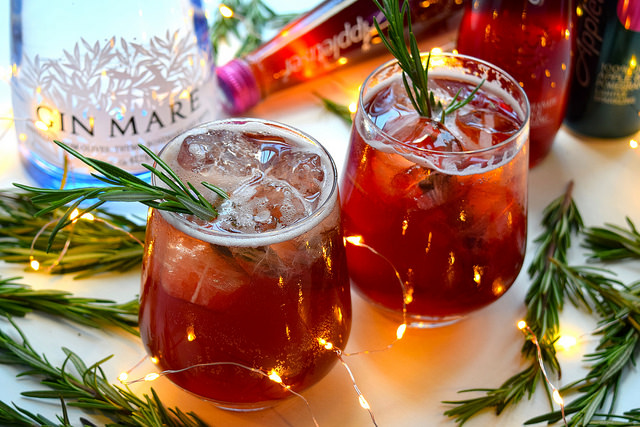 Appletiser Festive Pomegranate & Rosemary Spritz #christmas #cocktail #pomegranate | www.rachelphipps.com @rachelphipps