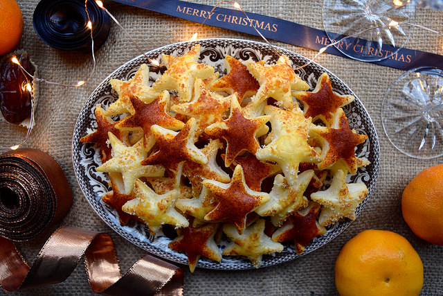 Parmesan & Spicy Paprika Cocktail Stars #christmas #newyear #canape