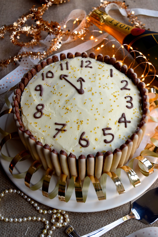 Chocolate, Cherry and Cognac New Years Eve Clock Cake #newyear #newyearseve #cake #baking #party #chocolate #cherry #cognac
