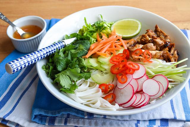 How To Make Griddled Vietnamese Chicken Noodle Bowls