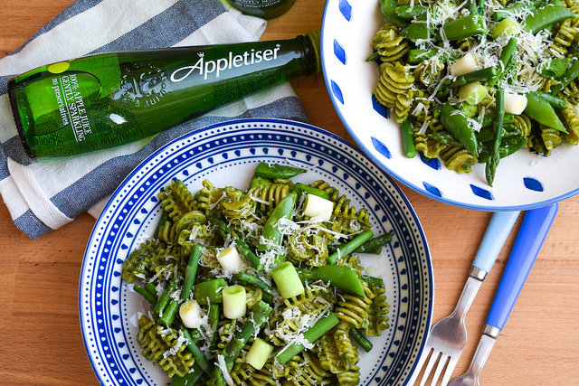 Pasta with Spring Greens and Fresh Spinach Pesto #pasta #spinach #springgreens #snappeas #asparagus #leeks #meatfreemonday