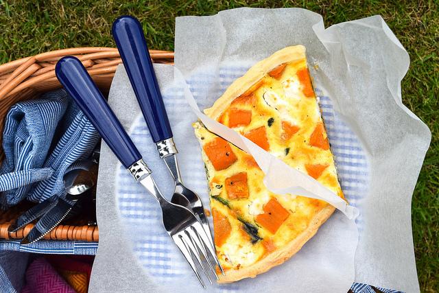 Sweet Potato, Red Onion, Spinach & Feta Quiche #picnic #summer #quiche