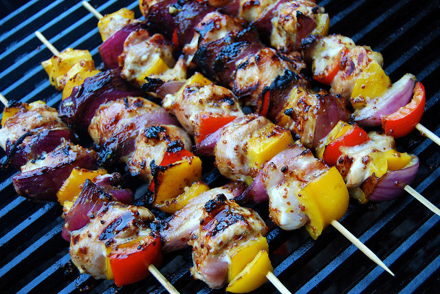 Barbecue Chicken, Bacon and Honey Mustard Skewers #skewers #kabobs #barbecue #grilling #chicken #bacon #pepper #bellpepper #honey #mustard #marinade
