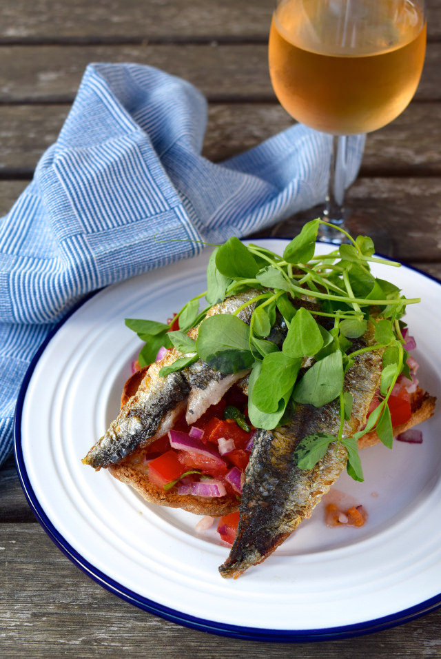 Sardine and Pea Shoot Bruschetta #sardine #peashoot #tomato #bruschetta #fish #seafood